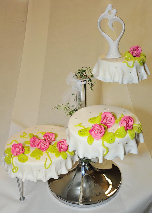Hochzeitstorte Mit Porzellanaufsatz Backerei Nestler